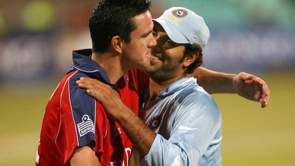 Yuvraj Singh takes a jibe at Kevin Pietersen after Manchester United humiliates Chelsea
