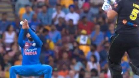 AUS v IND 2018-19 : हर्षा भोगले को मौजूदा भारतीय टीम के फील्डिंग क्षेत्र में कमी महसूस हुई