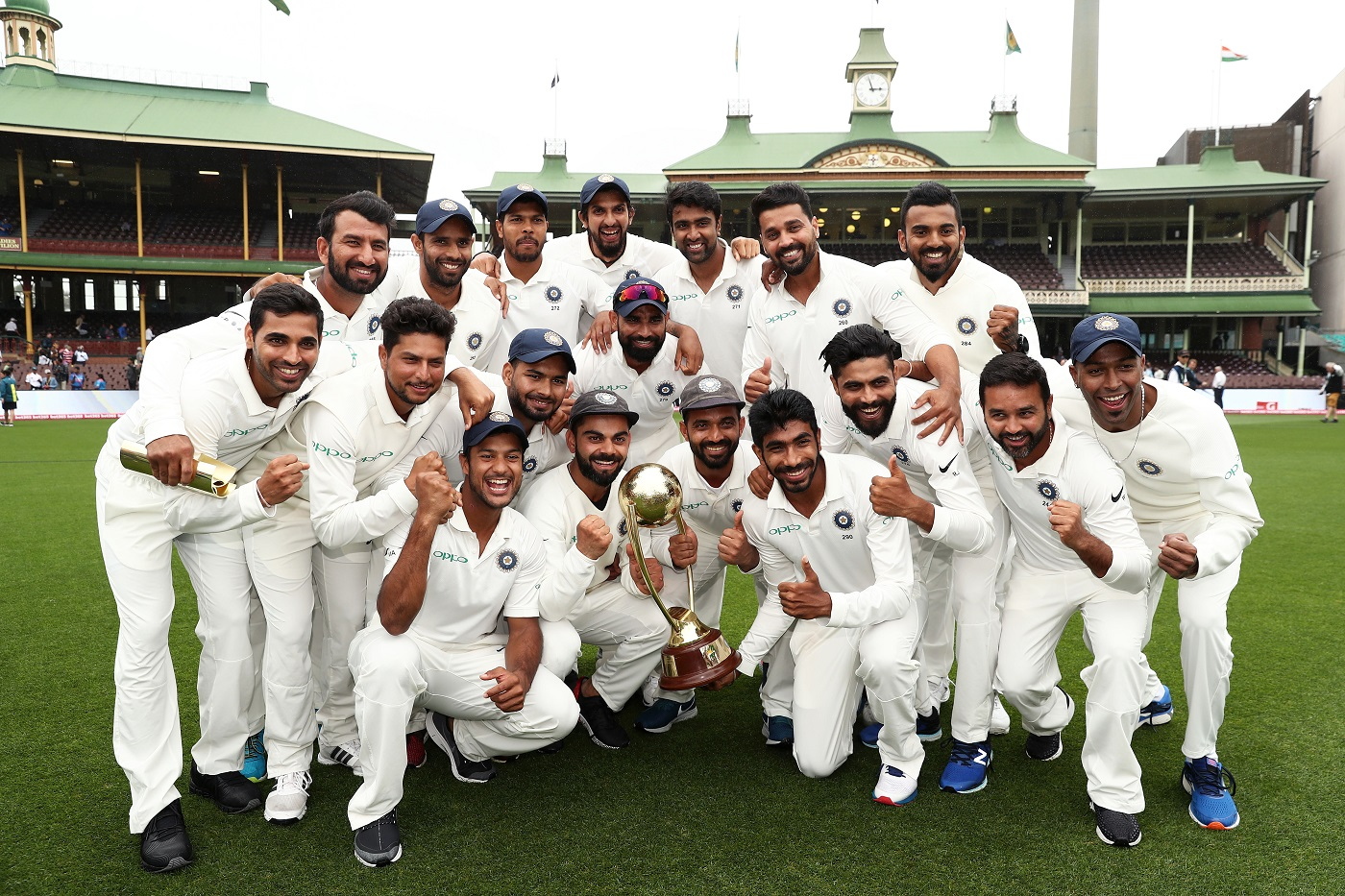 Virat Kohli and his Team poses with Border-Gavaskar Trophy | Getty Images