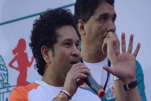 सचिन तेंदुलकर के साथ कोलकाता वासियो ने लगाई दौड़
