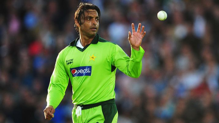 Shoaib Akhtar hits back at troll for spreading rumour about his death