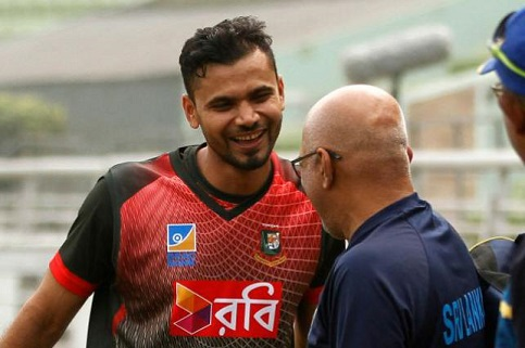 Mashrafe Mortaza with former Coach Chandika Hathurusingha | AFP