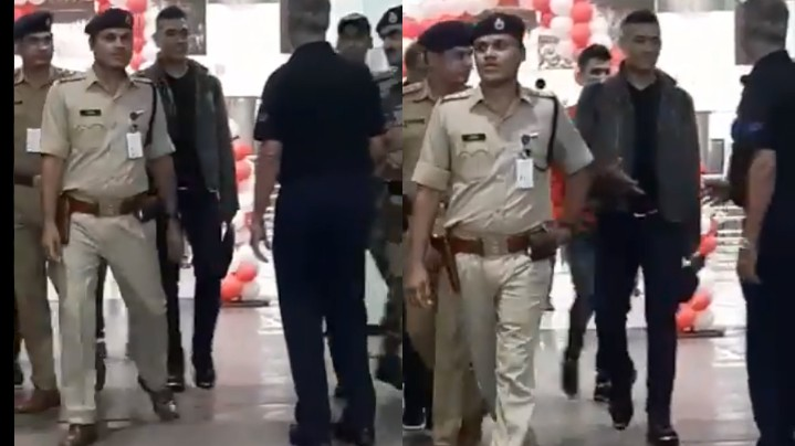 WATCH: MS Dhoni returns home from Dubai to celebrate the New Year with family