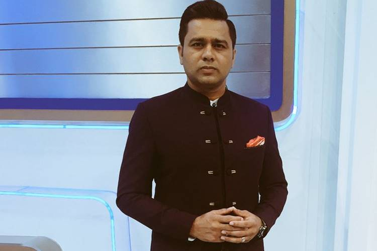 SA v IND 2018: Aakash Chopra gives a befitting reply to fan who questioned MS Dhoni's place in the team