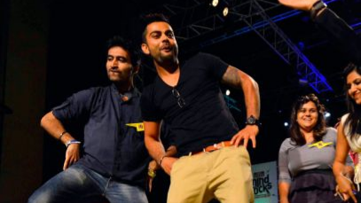 Watch: Virat Kohli shakes a leg on Kajra Re at his friend's wedding