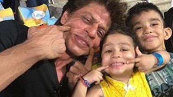 Ziva Dhoni poses with Bollywood mega star Shah Rukh Khan during CSK-KKR match
