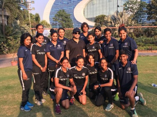 Sachin Tendulkar meets Indian women's team before their South Africa tour