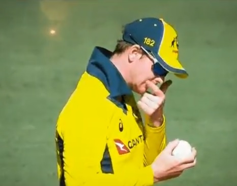 Watch: Steve Smith may get in trouble for applying lip-balm on the ball