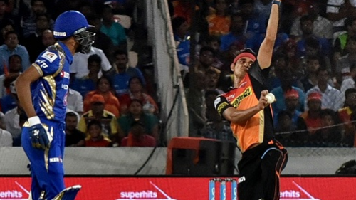 IPL 2018: Twitter in amazement as SRH bowling halts MI batting to 147/8