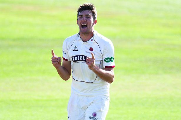 न्यूजीलैंड के खिलाफ आगामी वनडे सीरीज़ के लिए टीम में लियाम प्लंकेट स्थान पर क्रेग ओवरटन हुए