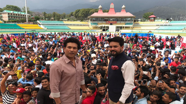 Sachin Tendulkar meets with young Dharamsala cricketers, shares batting tips