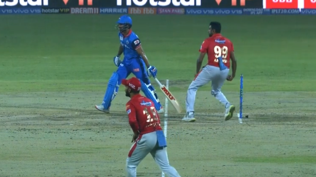 IPL 2019: WATCH - Shikhar Dhawan funnily foils R Ashwin's 'Mankad' attempt