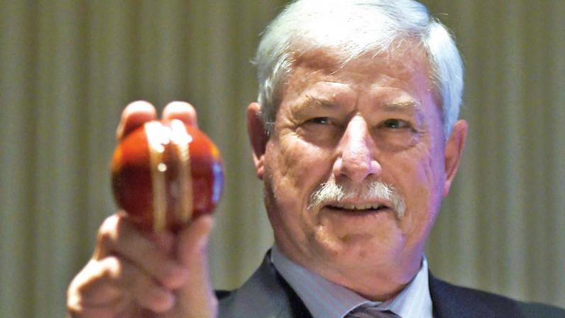 Sir Richard Hadlee diagnosed with bowel cancer