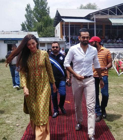 Irfan Pathan and Gauhar Khan attended the Baramulla Youth Festival (Pic. source: Indian Army/Twitter)