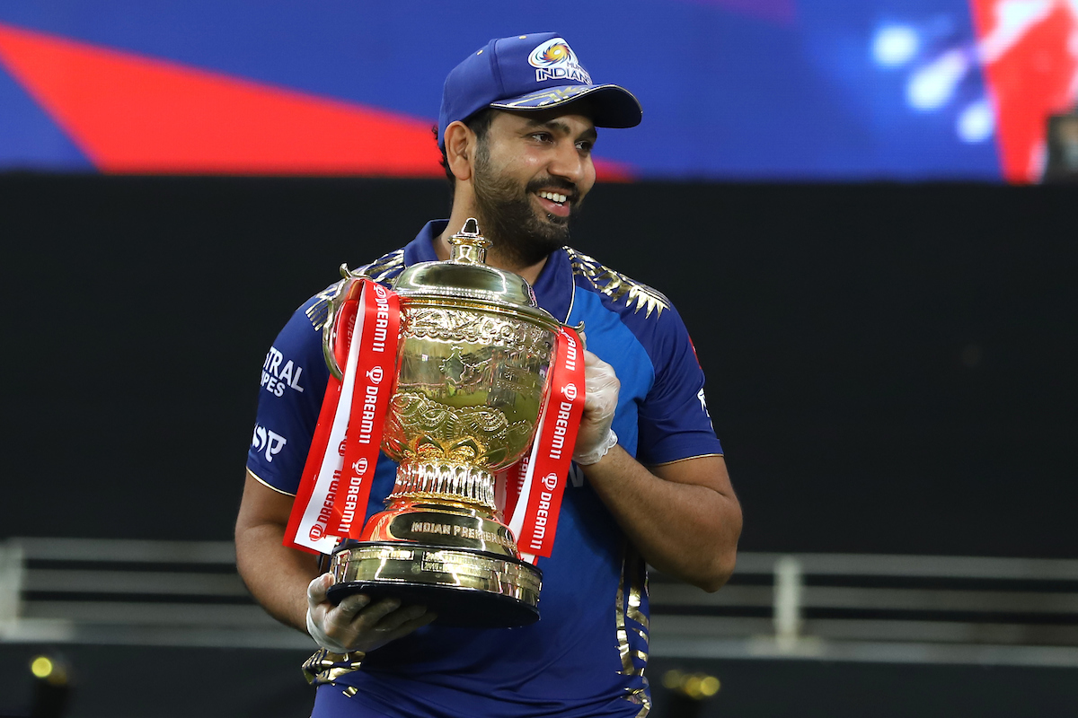 Rohit Sharma lifting the IPL 2020 trophy | IPL/BCCI