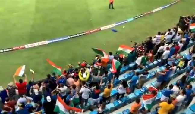 Indian fans singing the national song 'Vande Mataram'