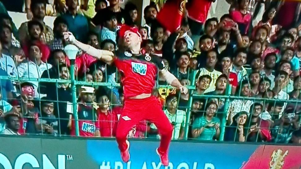 IPL 2018: Watch- डीविलियर्स ने लपका सुपरमैन कैच, विराट कोहली भी हुए हैरान