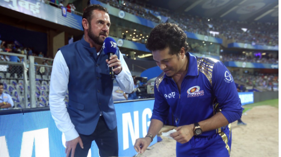 IPL 2018: Watch - Sachin Tendulkar cutting a cake on his 45th birthday at Wankhede