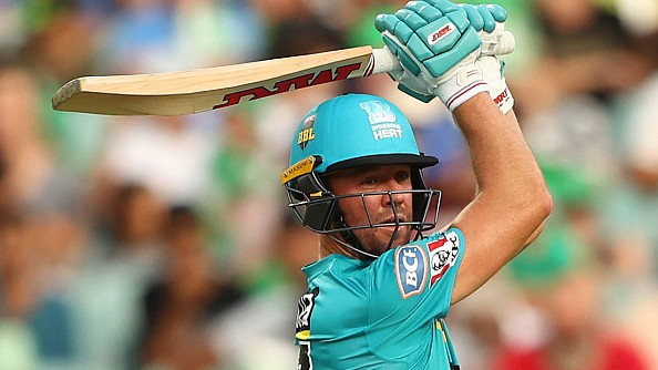 BBL 09: WATCH- AB de Villiers lights up MCG with massive sixes during his 71 against Stars