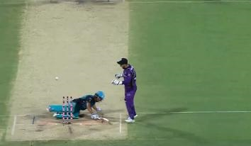 Watch: Big Bash League witnesses its first obstruction of the field dismissal