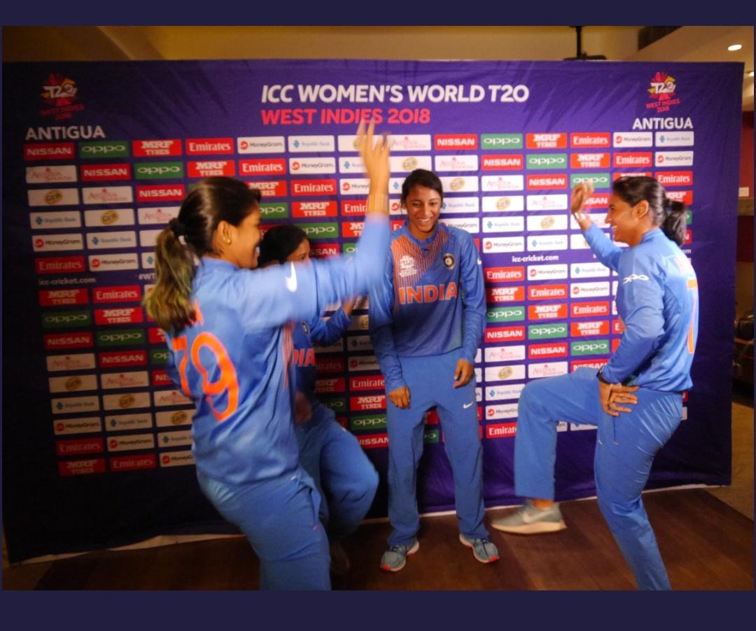 भारतीय महिला क्रिकेटर्स   Twitter