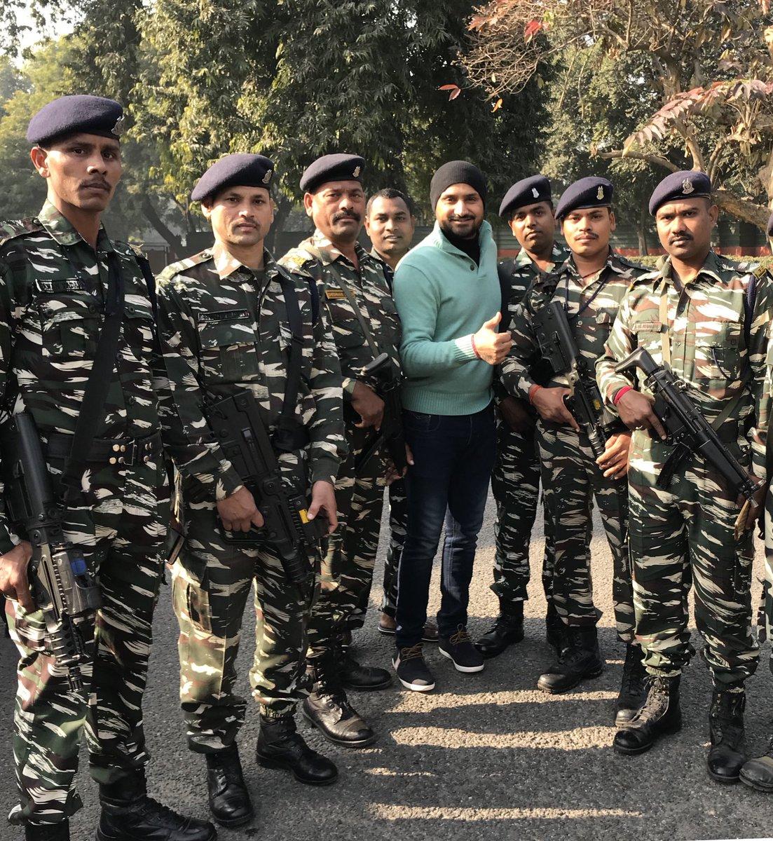 भारतीय स्पिनर हरभजन सिंह ने भारतीय सेना को पहचानने में की गलती