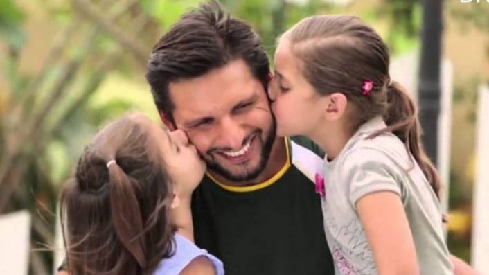 Shahid Afridi announces that his family have tested negative for COVID-19