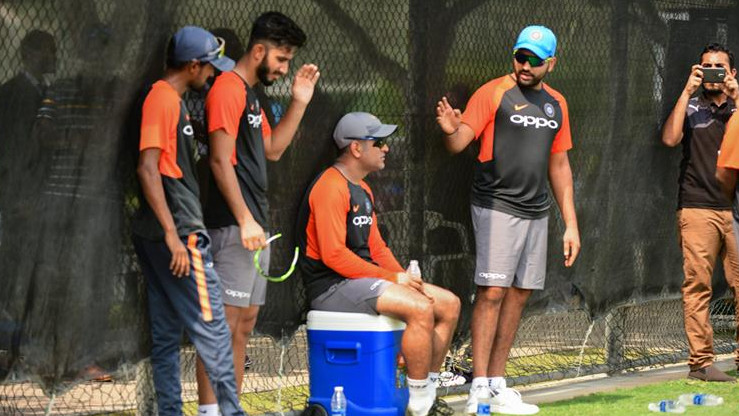 Asia Cup 2018: MS Dhoni supervises Indian players during net session in Ravi Shastri's absence