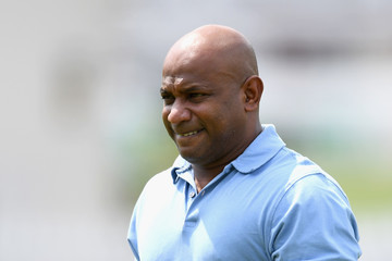 Sanath Jayasuriya to undergo knee operation, walking on crutches