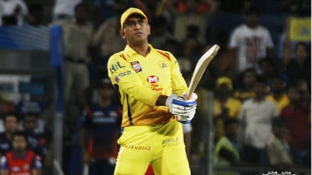 IPL 2018: Watch – Even Kolkata can't get enough of MS Dhoni; fan touches his feet in the dugout