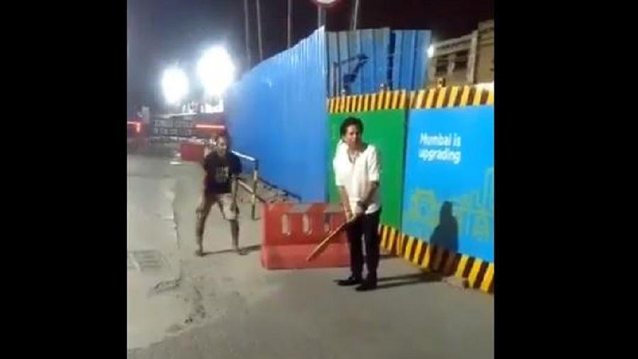 वीडियो: सचिन तेंदुलकर ने होटल पर काम करने वाले बच्चों के साथ सड़क पर क्रिकेट का लुत्फ़ उठाया