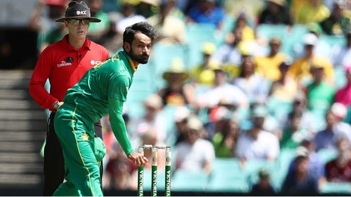 पीसीबी ने मोहम्मद हफीज को कारण बताओ नोटिस जारी किया