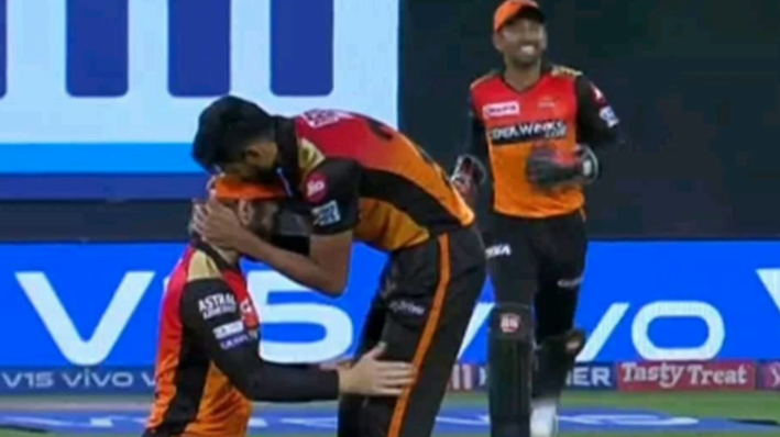 IPL 2019: Khaleel Ahmed kisses Kane Williamson on his forehead; Twitter reacts
