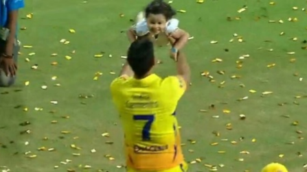 IPL 2018: Watch- MS Dhoni plays with Ziva after winning IPL