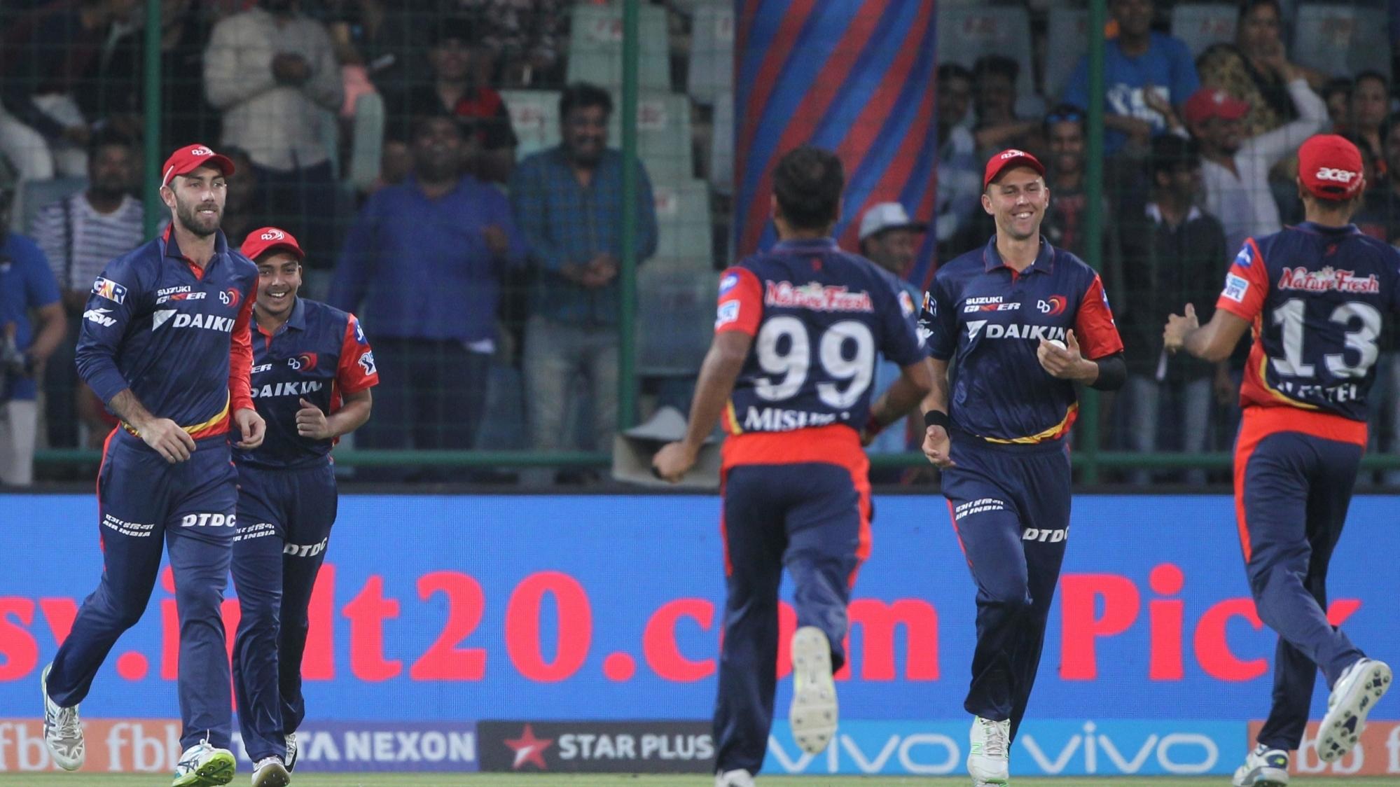 IPL 2018 : दिल्ली की इस 'फील्डिंग जोड़ी' ने अपने शानदार प्रयासों से किया दर्शकों को हैरान