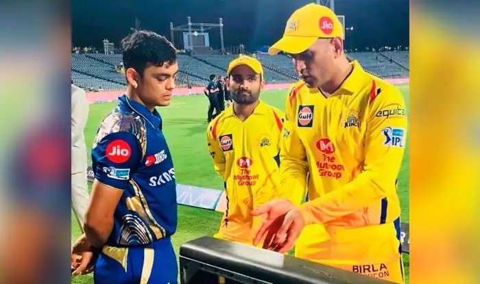 Ishan Kishan getting keeping tips from MS Dhoni during IPL | Twitter