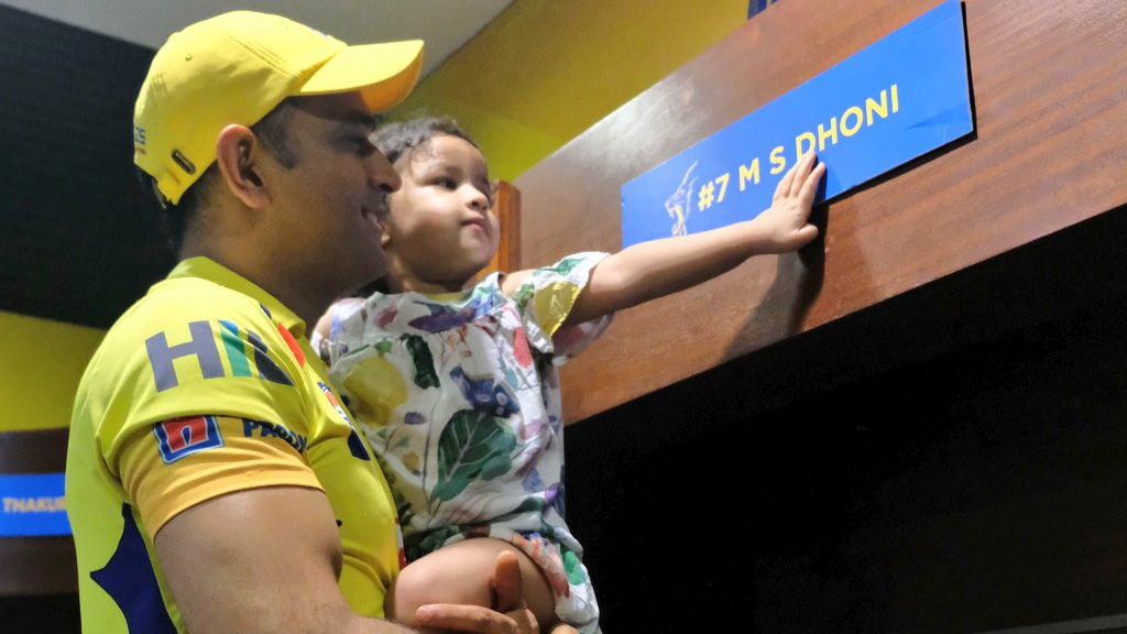 CSK posts an adorable picture of Dhoni and Ziva on Father's day