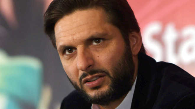 Shahid Afridi trolled for consuming tobacco during national event