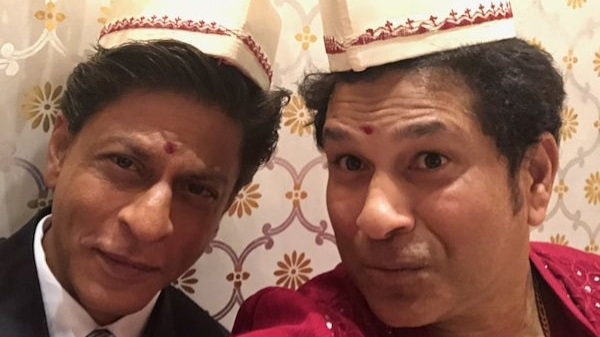 Sachin Tendulkar and Shah Rukh Khan click a selfie together; SRK says he will keep it in his photo album