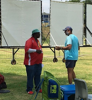 Curator Butuel Buthelezi and Indian coach Ravi Shastri in discussion