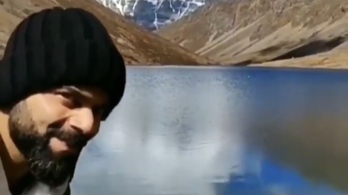 WATCH - Virat Kohli photobombs Anushka Sharma's nature video