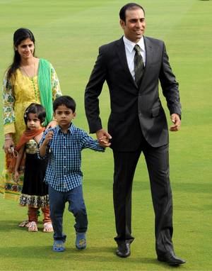 VVS Laxman with his wife and kids during his farewell ceremony after announcing his retirement in 2012