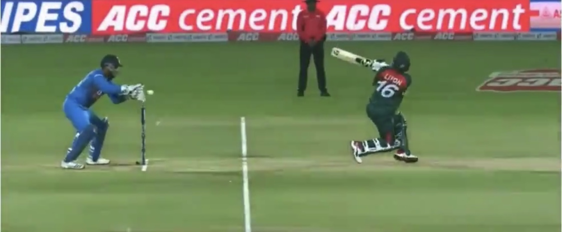 Pant collected the ball in front of the stumps in Rajkot T20I | Screengrab