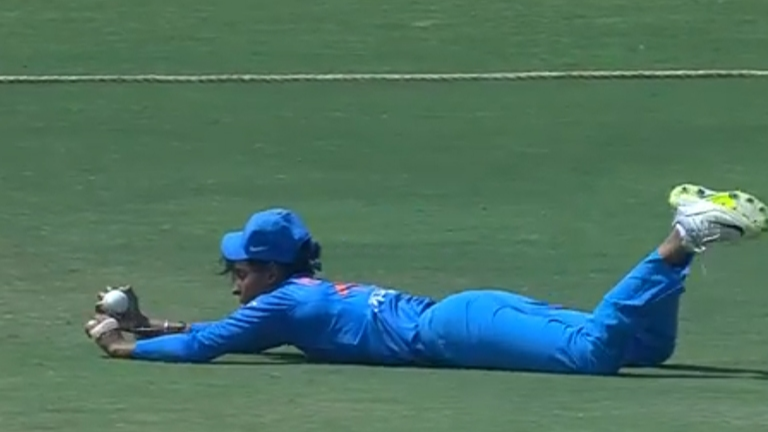 Watch – Harmanpreet Kaur plucks a one-handed stunner to dismiss Danielle Hazell