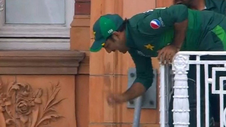 CWC 2019: Twitter turns Sarfaraz Ahmed's viral photo from Lord's balcony into a meme