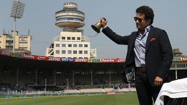 IND v WI 2018 : सचिन तेंदुलकर ने ब्रेबॉर्न स्टेडियम में  9 साल बाद पहले मैच से पहले घंटी बजायी