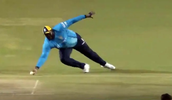 Cornwall dives forward to take an amazing catch | Twitter