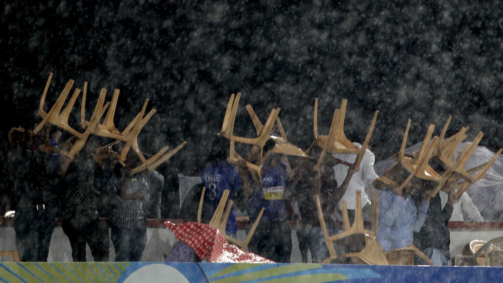 IPL 2018: बारिश के कारण राजस्थान रायल्स और दिल्ली डेयरडेविल्स के बीच मैच में बाधा, खेल रुका