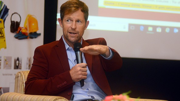 Jonty Rhodes talks about the world's best fielder and explains what makes him different