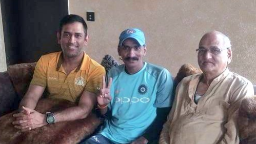 MS Dhoni invites Indian cricket super fan Sudhir Gautam to his farmhouse for lunch